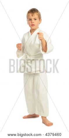 Boy in einem Rack in karate