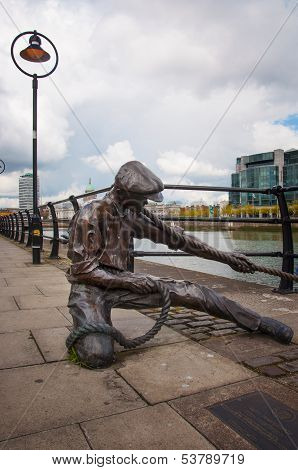 The Linesman Statue On River Liffey In Dublin City