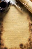 Постер, плакат: Старые бумаги гусиное перо перо и Scrool на деревянных бумаге