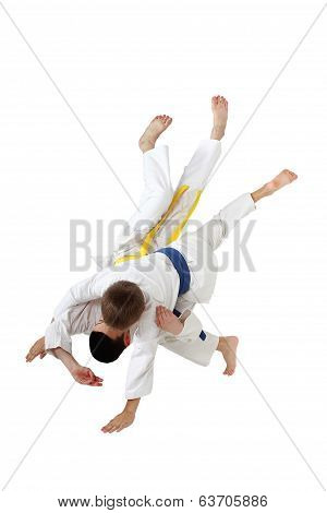 Professional judo throw in the performance of young athletes