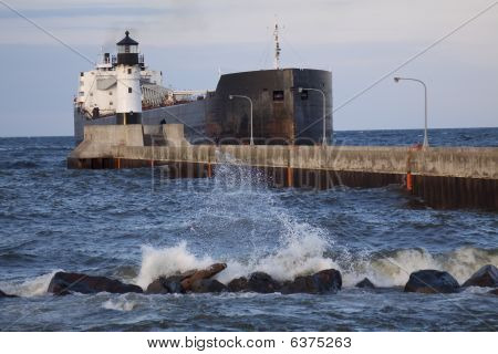 Duluth N Pierhead  Ship 4