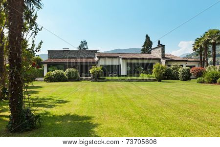 country villa, view from the garden