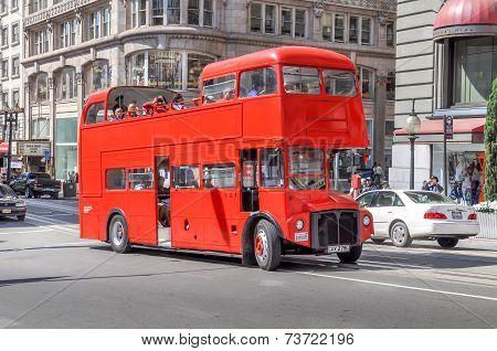 Double decker tourist bus in in San Francisco