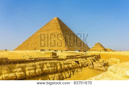 The Great Pyramid Of Giza And Smaller Pyramid Of Henutsen (g1C)
