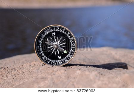 Analogic Compass