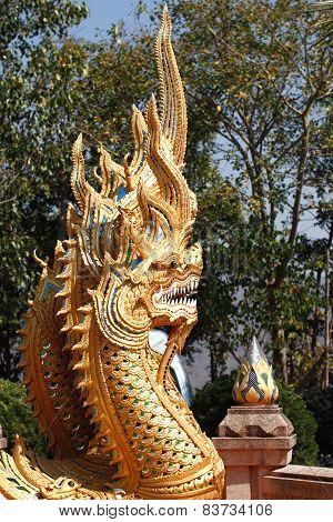 naka statue