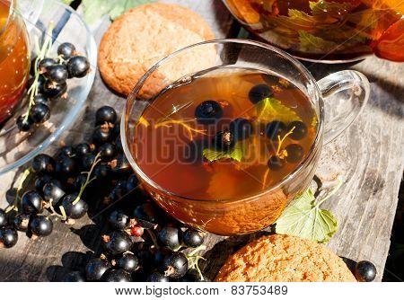 Blackcurrant tea and oatmeal cookies