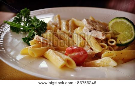 spaghetti chicken tomato