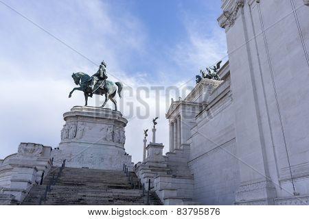 Statues in Victor Emmanuele