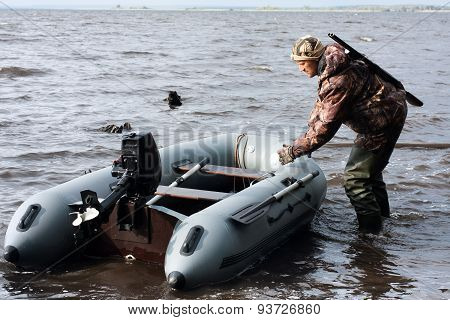 The Hunter Pulls Motor Boat