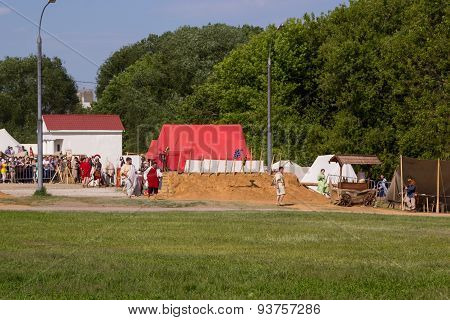 Ancient Roman Camp, Soldiers And Spectators