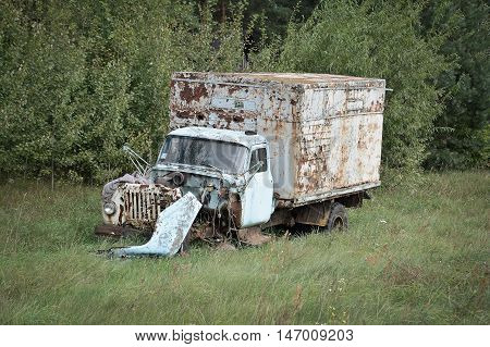 old abandoned truck in a green field