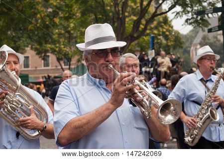 BELGIUM, BRUSSELS - SEPTEMBER 07, 2014: Belgian Beer Weekend 2014. The most famous beer festival in Belgium. Musicians on the parade.