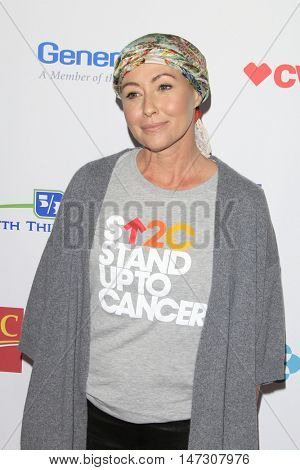 LOS ANGELES - SEP 9:  Shannen Doherty at the 5th Biennial Stand Up To Cancer at the Walt Disney Concert Hall on September 9, 2016 in Los Angeles, CA