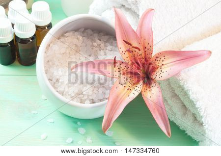Accessories For Bath  Decorated With Pink Lily