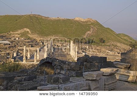 Ancient Pillars Of Ruined Roman Temple In Beit Shean (scythopolis), Israel.
