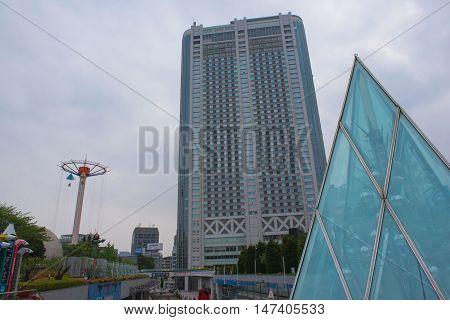 TOKYO  , JAPAN - MAY 2 , 2016 :  view building Tokyo dome hotel Bunkyo ward  and sky  , Tokyo, Japan. MAY 2 2016.