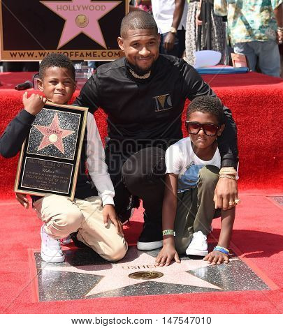 LOS ANGELES - SEP 07:  Usher, Usher Raymond V and Naviyd Ely Raymond arrives to the Walk of Fame honors Usher on September 07, 2016 in Hollywood, CA