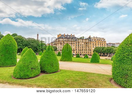 Park Near Main Entrance To  Les Invalides. Paris, France.