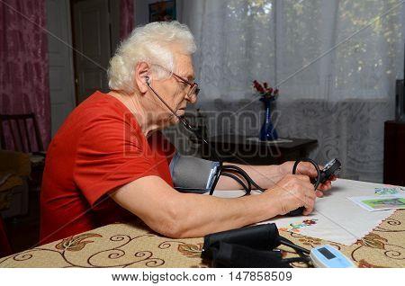 Grandma Measures The Pressure