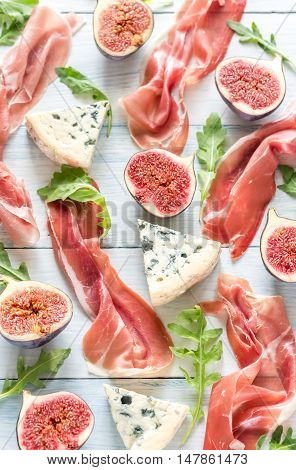 Slices of jamon with blue cheese and arugula