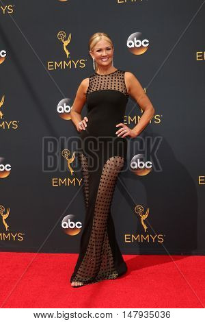 LOS ANGELES - SEP 18:  Nancy O'Dell at the 2016 Primetime Emmy Awards - Arrivals at the Microsoft Theater on September 18, 2016 in Los Angeles, CA