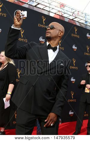 LOS ANGELES - SEP 18:  Damon Wayans at the 2016 Primetime Emmy Awards - Arrivals at the Microsoft Theater on September 18, 2016 in Los Angeles, CA