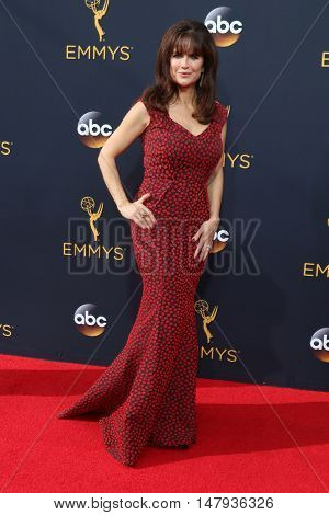 LOS ANGELES - SEP 18:  Kelly Preston at the 2016 Primetime Emmy Awards - Arrivals at the Microsoft Theater on September 18, 2016 in Los Angeles, CA