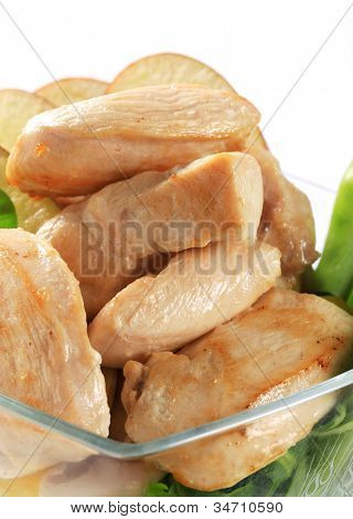 Cut roasted mouthfuls of skinless chicken breast detail