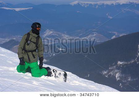 Snowboarder on the brink of a precipice.