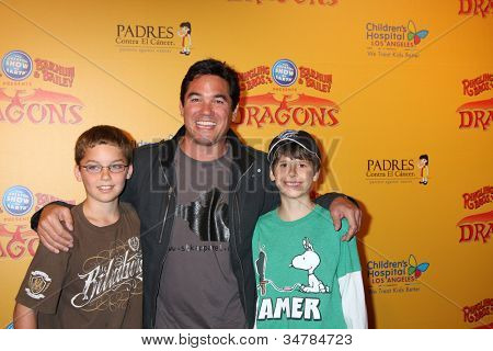 LOS ANGELES - JUL 12:  Dean Cain and son (in brown), friend (Green) arrives at 'Dragons' presented by Ringling Bros. & Barnum & Bailey Circus at Staples Center on July 12, 2012 in Los Angeles, CA
