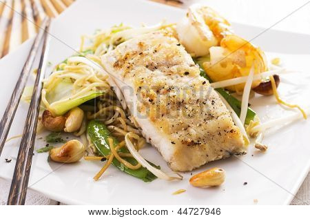 stir-fried noodles with vegetable and fish