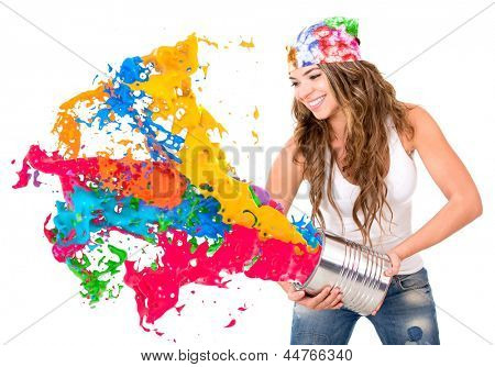 Frau plantschen bunte Farbe aus der Dose - isolated over white background