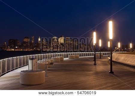 New York - Manhattan Skyline-Blick bei Nacht aus Hoboken Waterfront