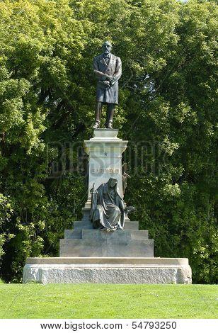 President James Garfield statue near the DeYoung museum in Golden Gate