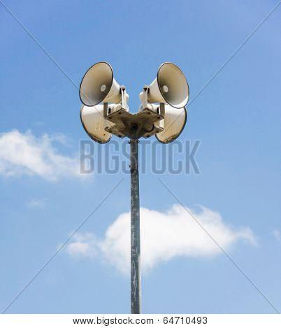Megaphone Pole