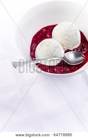 Vanilla Ice Cream With Raspberry Heisse Liebe