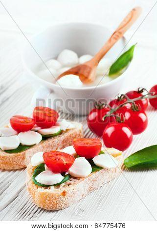 mozzarella; tomato; bread; food; cheese; italian; sandwich; basil; fresh; caprese; healthy; vegetari