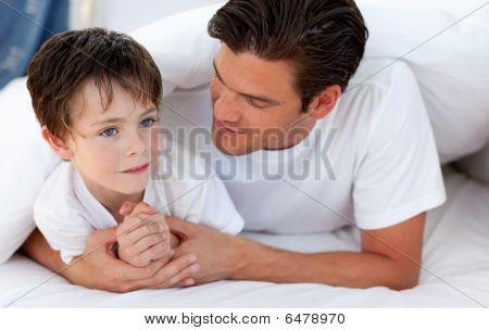 Retrato de um pai e seu filho junto