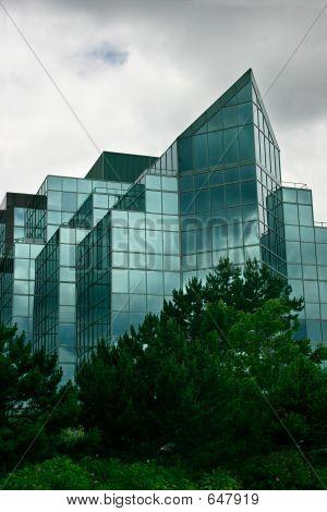 Moderne Glas-Bürogebäude