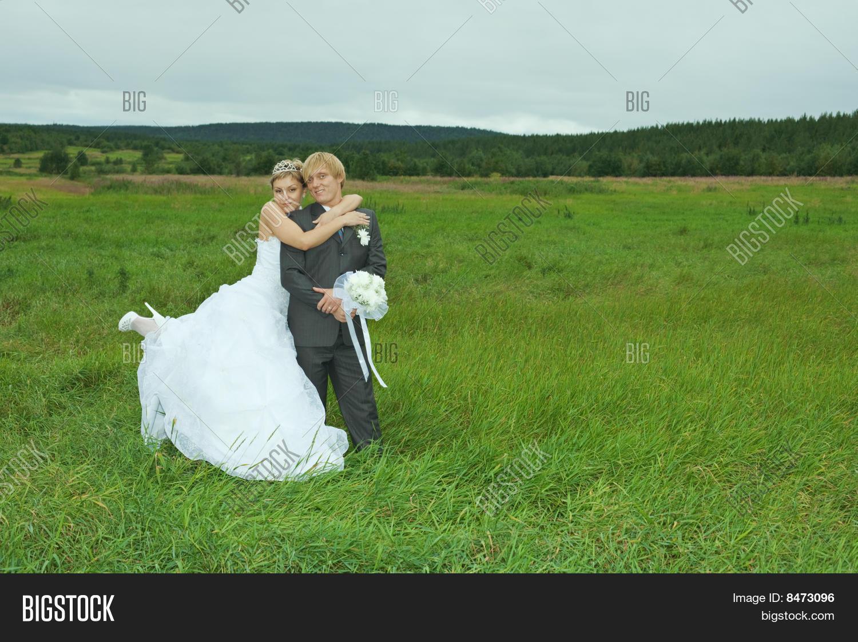 Фото на коленях перед невестой 5 фотография