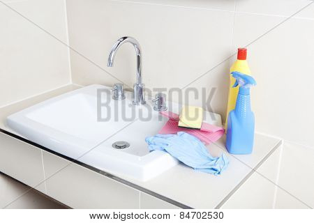 Cleaner And Wash Basin