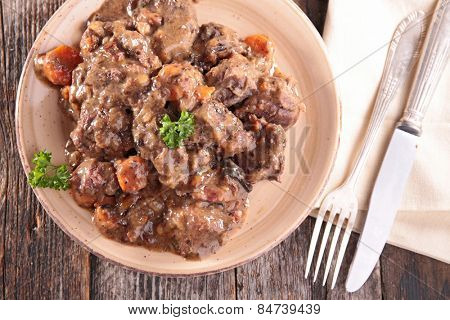 meat cooked with wine sauce
