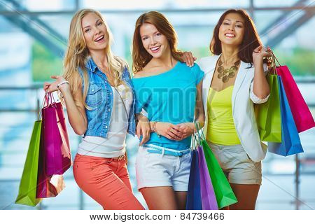 Pretty shoppers with paperbags in stylish casualwear