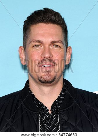 LOS ANGELES - JAN 05:  Steve Howey arrives to the Showtime celebrates all-new seasons of Shameless, House of Lies and Episodes  on January 5, 2015 in West Hollywood, CA