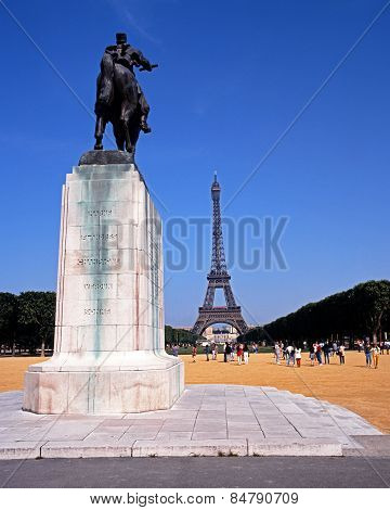 War Memorial and Eiffel Tower.