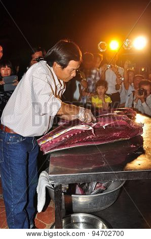 Phu Yen, Vietnam - April 1, 2014: An Expert Is Performing Tuna Fillet Techniques At Vietnam Seafood