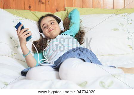 Child music listening bed