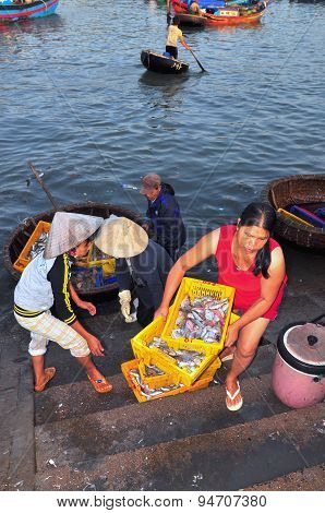 Nha Trang, Vietnam - October 5, 2011: A Woman Is Bringing Fresh Fishes Upstair To A Local Seafood Ma