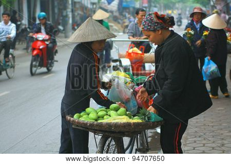 Nam Dinh, Vietnam - March 30, 2010: Street Vendor Of Fruits On A Pavement In Nam Dinh City
